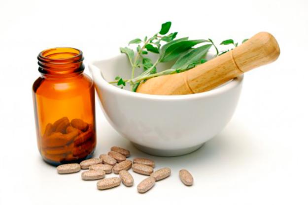 Foto com produtos fitoterápicos e planta medicinal