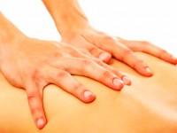massagem nas costas em dia frio