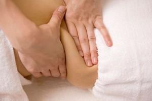 massagem modeladora com toques mais intensos e repetitivos